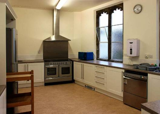 Kitchen with cooker, dishwasher etc